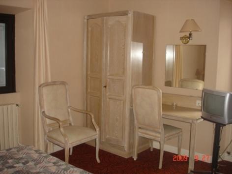 1-chambre1-hotelgabizos-argelesgazost-HautesPyrenees-2.jpg