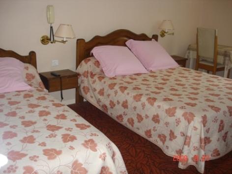 3-chambre3-hotelgabizos-argelesgazost-HautesPyrenees-2.jpg