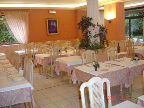 8-sallederestaurant-hotelgabizos-argelesgazost-HautesPyrenees.jpg