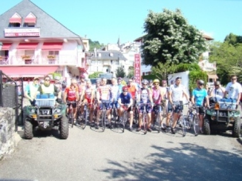 10-cyclistes-hotelprimeros-argelesgazost-hautespyrenees.jpg