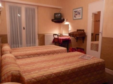 7-Chambre7-hotelprimeros-argelesgazost-hautespyrenees.jpg