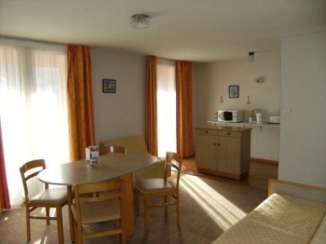 4-salleamangerappart4-hotellespyrenees-argelesgazost-hautespyrenees.jpg