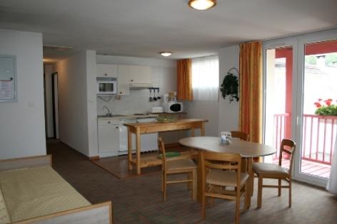 5-salleamangerappart6-hotellespyrenees-argelesgazost-hautespyrenees.jpg