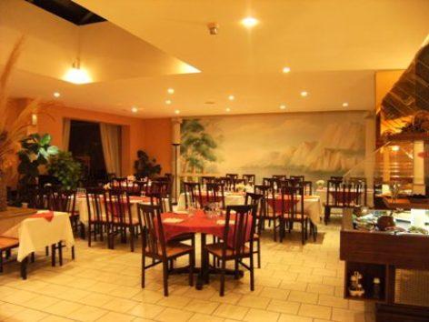 6-sallederestaurant1-hotellespyrenees-argelesgazost-hautespyrenees.jpgrestaurant1-LesPyrenees.JPG