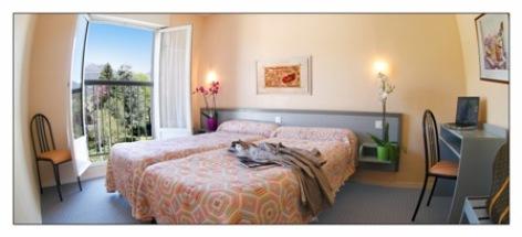 2-chambre2-hotellesoleillevant-argelesgazost-hautespyrenees.jpg