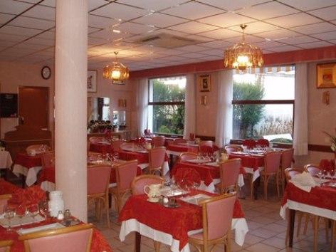 7-sallederestaurant-hotellesoleillevant-argelesgazost-hautespyrenees.jpg