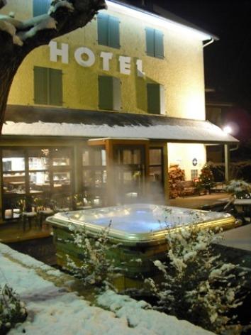 11-jacuzziext-hotelArrieulat-argelesgazost-HautesPyrenees.jpg