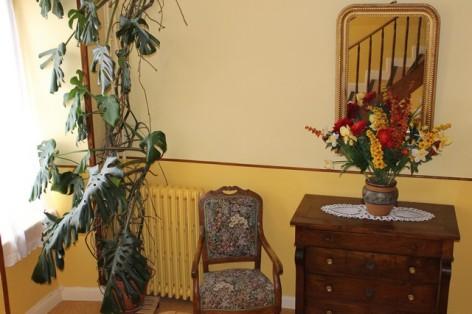 3-GTBH02---Hotel-Le-Grand-Bivouac-fauteuil.jpg