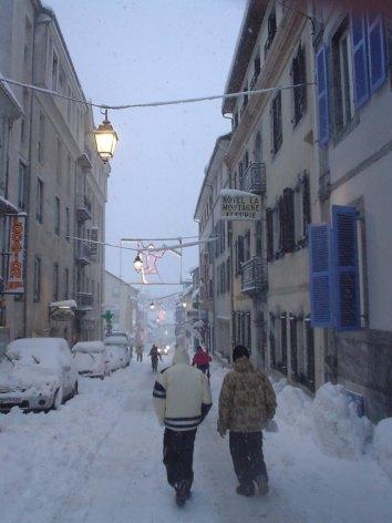 5-HPH61---HOTEL-LA-MONTAGNE-FLEURIE---Rue-hiver---BAREGES.jpg