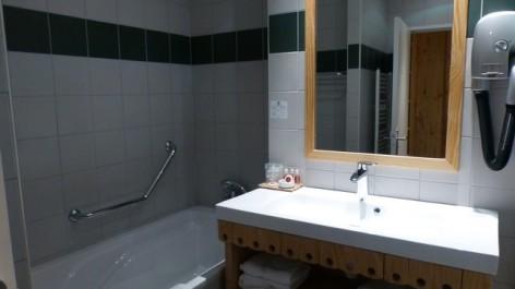 14-HPH16-Hotel-Le-Bois-Joli-sdb--2-.jpg