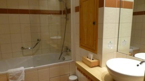 15-HPH16-Hotel-Le-Bois-Joli-sdb--3-.jpg