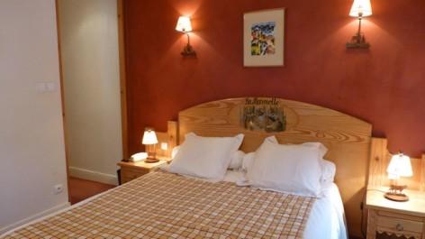 6-HPH16-Hotel-Le-Bois-Joli-chambre-La-Marmotte.jpg