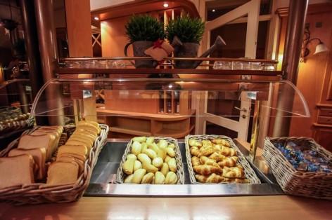 13-HPH25---Hotel-Asterides-Sacca---Buffet-petit-dej--5-.jpg