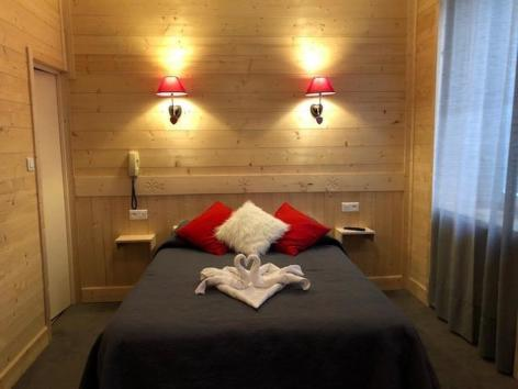 15-HPH25---HOTEL-ASTERIDES-SACCA---CAUTERETS---Chambre--4--2.jpg
