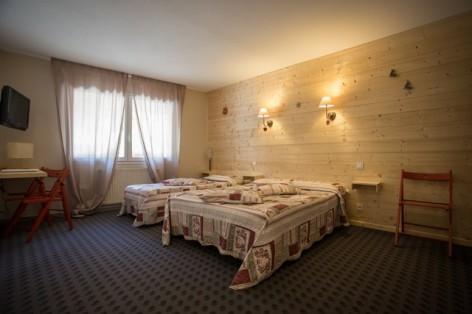 15-HPH25---Hotel-Asterides-Sacca---Ch-standard--1-2-et-3-per--4-.jpg
