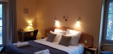 2-chambre-confort---avec-deux-vues-exterieures.jpg