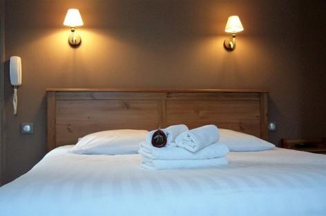 14-HPH128-Hotel-de-Londres-chambre--2-.jpg