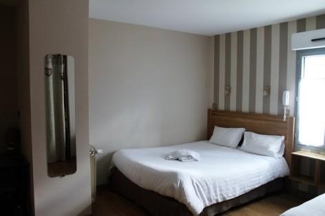 15-HPH128-Hotel-de-Londres-chambre--3-.jpg