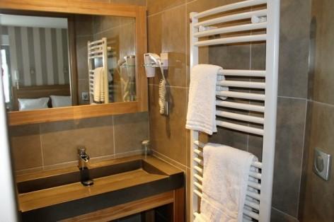 18-HPH128-Hotel-de-Londres-sdb--2-.jpg