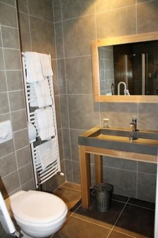 20-HPH128-Hotel-de-Londres-sdb--4-.jpg