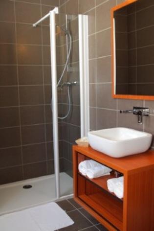10-HOTEL-BRECHE-DE-ROLAND---Salle-d-eau-1.jpeg