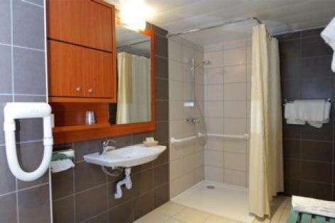 11-HOTEL-BRECHE-DE-ROLAND---Salle-d-eau-2.jpeg