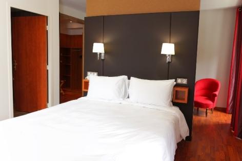4-HPH20---HOTEL-LA-BRECHE-DE-ROLAND---Gedre----Chambre-2-2.jpg