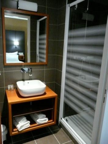 6-HOTEL-BRECHE-DE-ROLAND---Salle-d-eau-3.jpeg