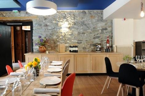 7-HPH20---HOTEL-LA-BRECHE-DE-ROLAND---Gedre---Salle-de-restaurant-1-2.jpg