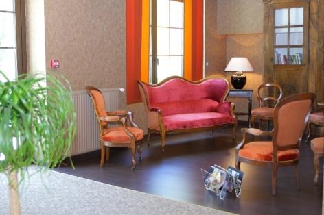9-HPH20---HOTEL-LA-BRECHE-DE-ROLAND---Gedre---Salon-2-2.JPG
