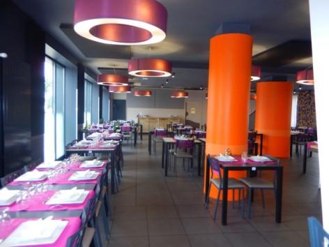 8-HPH129-Hotel-de-La-Demi-Lune-restaurant.jpg