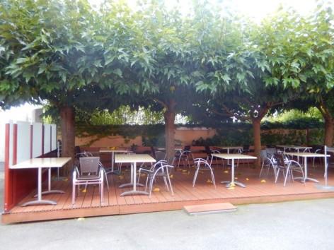 9-HPH129-Hotel-de-La-Demi-Lune-terrasse.jpg