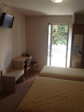 2-Lourdes-hotel-ND-Lorette-7.jpg