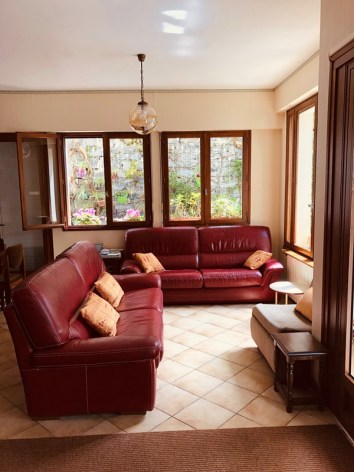 8-Lourdes-hotel-ND-Lorette-hall-entree-2.jpg