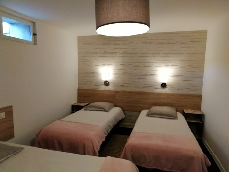 3-Lourdes-hotel-Sainte-therese-Chambre-simple--13-.jpg
