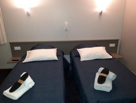 0-Lourdes-hotel-Castel-de-Mirambel--1--3.jpg