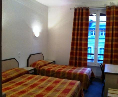 1-Hotel-Armes-de-Belgique--chambre-double.JPG