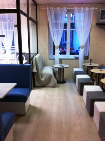 4-Hotel-Armes-de-Belgique--salon.JPG