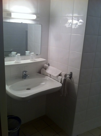 7-Hotel-Armes-de-Belgique-salle-de-bain.jpeg