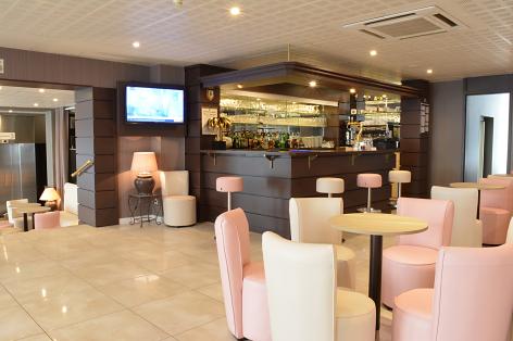 10-Hotel-Croix-des-Bretons-Lourdes-bar3.jpg