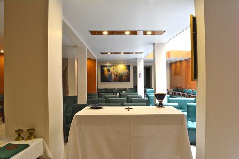 11-Hotel-Croix-des-Bretons-Lourdes-Chapelle2.jpg