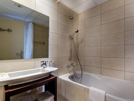 3-Lourdes-hotel-Croix-des-Bretons--2-.jpg