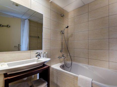 4-Lourdes-hotel-Croix-des-Bretons--2-.jpg