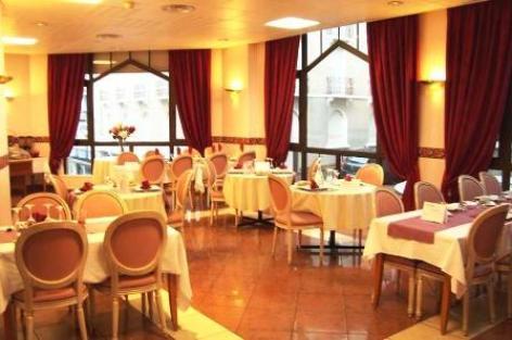 3-7-salle-restaurant.JPG