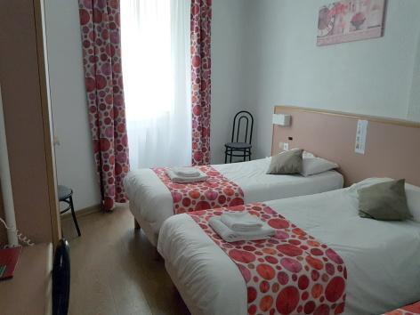 1-Lourdes-Hotel-de-Paris--ch-double.jpg