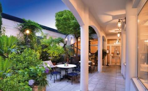 6-Lourdes-hotel-Gloria---Gloria-Avenue--2-.jpg