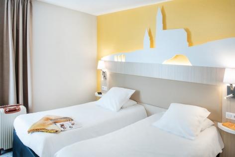 10-HPH109---HOTEL-SAINT-SAUVEUR---CH-2-lits---LOURDES.jpg