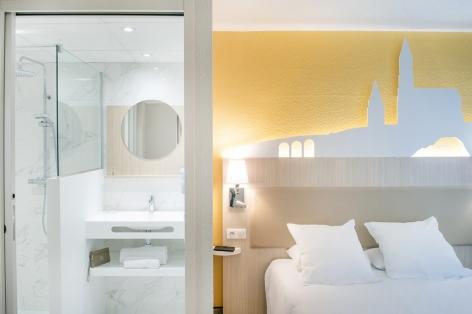 5-HPH109---HOTEL-SAINT-SAUVEUR---CH-lit-double-1---LOURDES.jpg