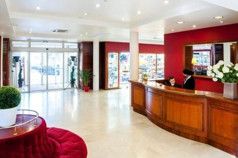 6-HPH109---HOTEL-SAINT-SAUVEUR---Entree-et-reception---LOURDES.jpg