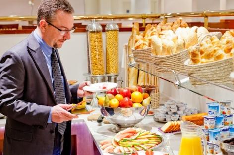 7-HPH109-Buffet-Service-petit-dejeuner.Hotel-Saint-Sauveur.jpg